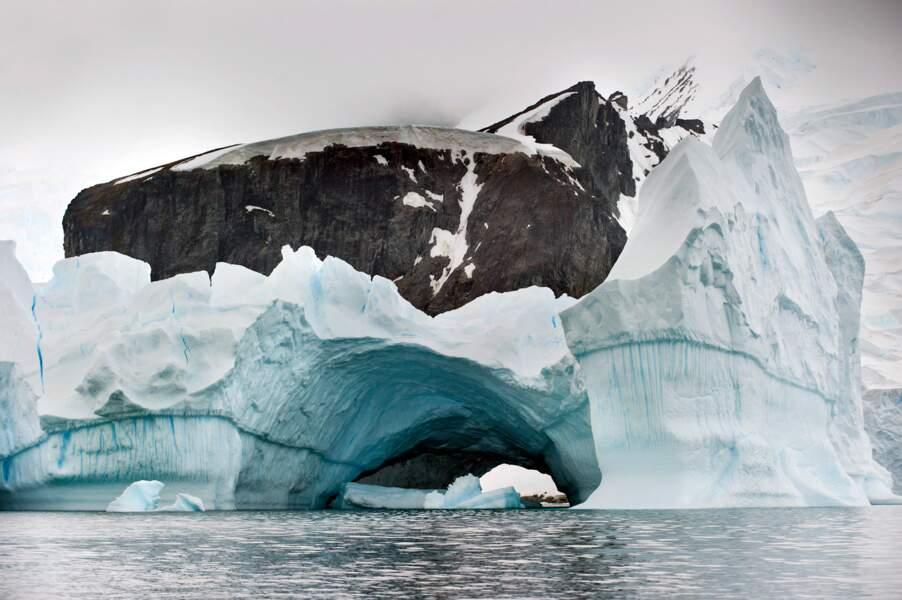 La baie des Baleiniers, sur l'île de la Deception