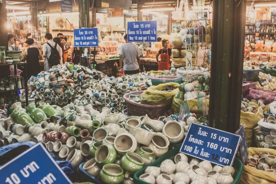 Le marché de Chatuchak, un des plus grands marchés couverts du monde