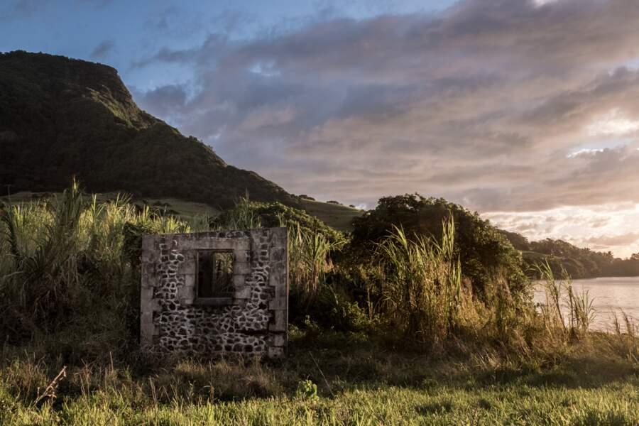 Grand Port : les ruines du fort Frederik Hendrik, premier bâtiment édifié vers 1630 sur une île de l'océan Indien