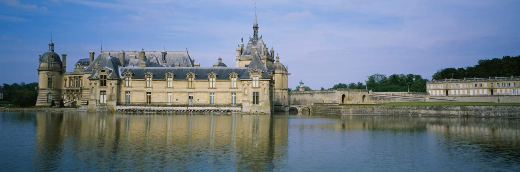 France - Le château de Chantilly, QG de l'ignoble Zorin
