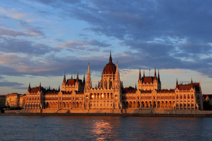 Contempler l'architecture du Parlement