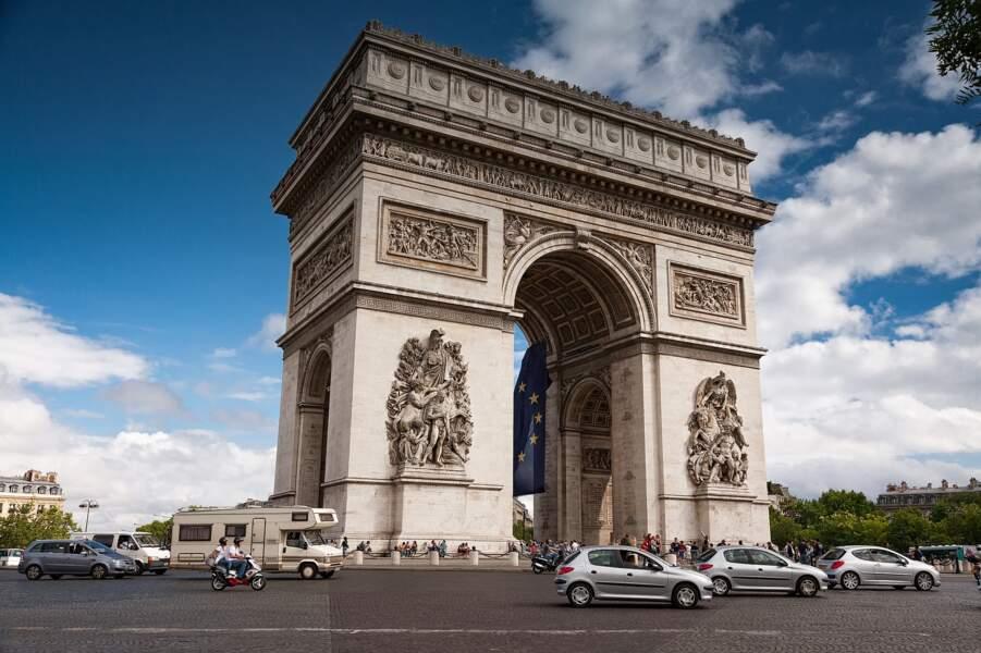 4 - L'Arc de triomphe à Paris, France