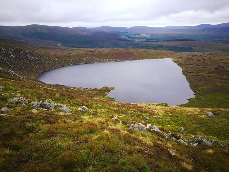 Lac dans les montagnes de Wicklow, Irlande