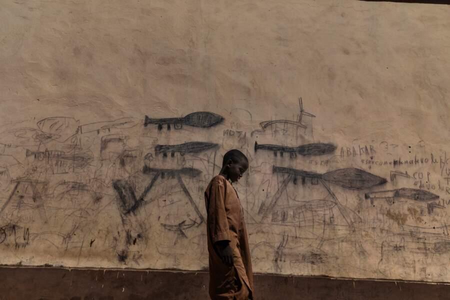 """Jeune orphelin, symbole de la crise humanitaire au Tchad – Catégorie """"photo de l'année"""""""