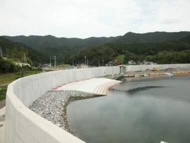 Au Japon, un barrage géant contre les tsunamis