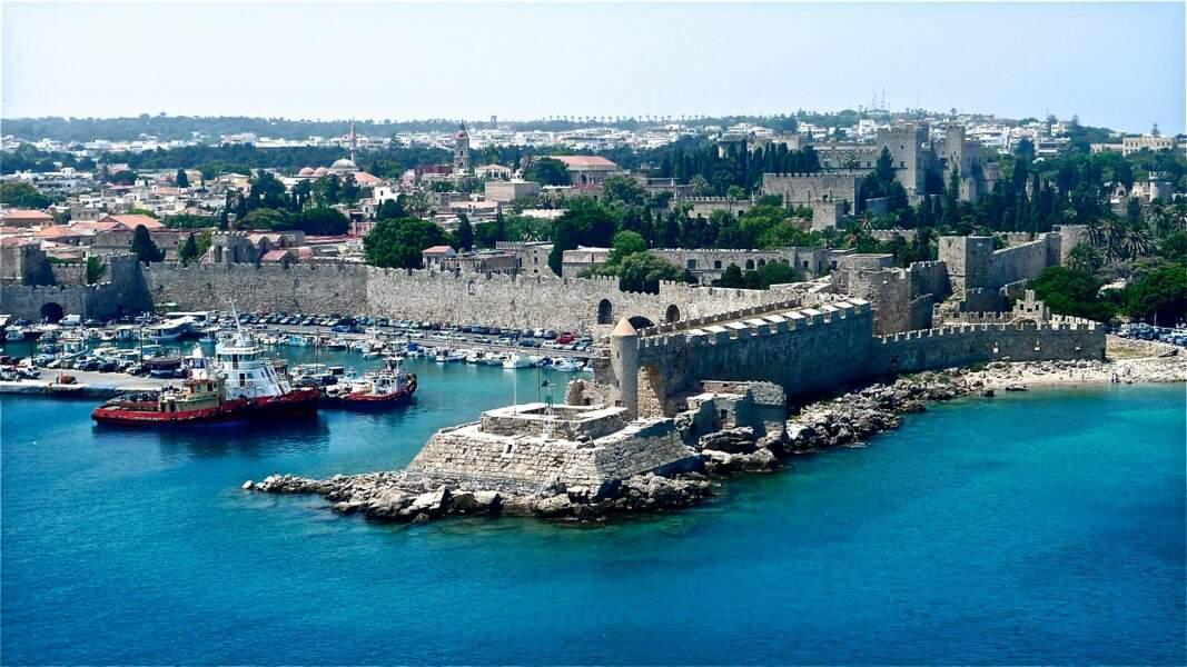 Riche d'histoire, l'île des Chevaliers, à Rhodes, abrite la vieille ville et son port entourés de fortifications