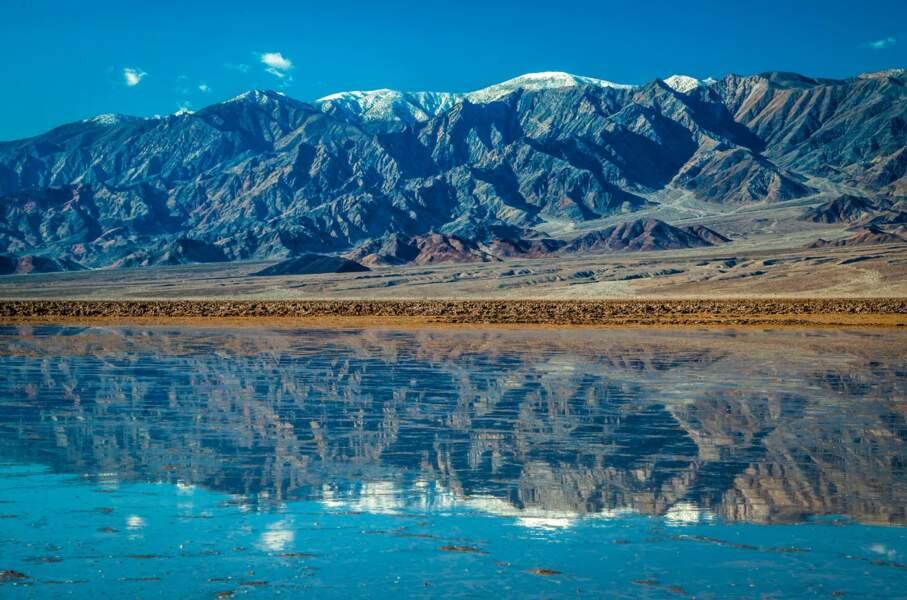 Un lac au milieu d'un désert