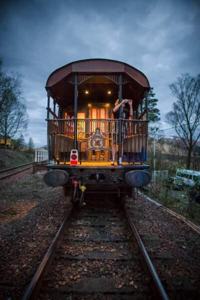 À l'arrière du train