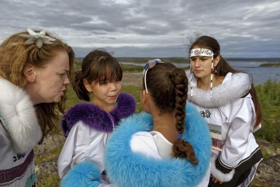 Dès l'enfance, les femmes perpétuent l'art inuit des chants de gorge