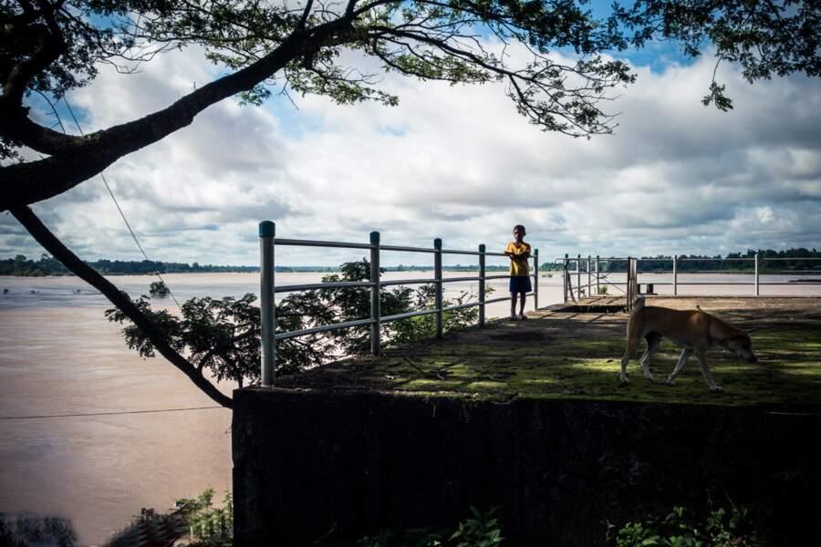 Ponton du bout de l'île du bout du Laos