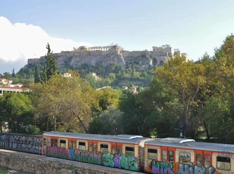Contraste entre la ville antique et la contemporaine