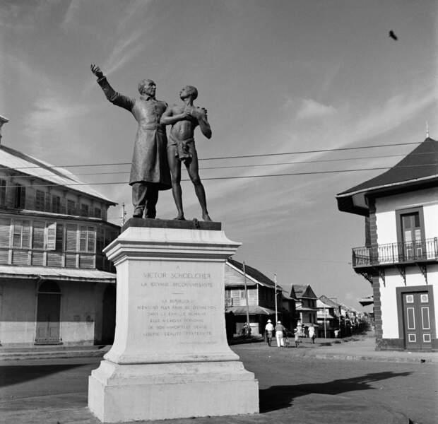 En 1896, une statue de Victor Schœlcher fut érigée à Cayenne