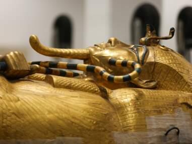Le sarcophage doré de Toutankhamon en pleine restauration en Egypte