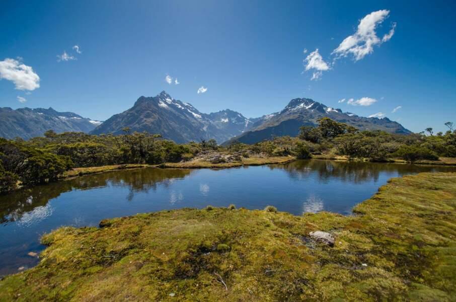 Lac et montagnes : la carte postale typique du pays