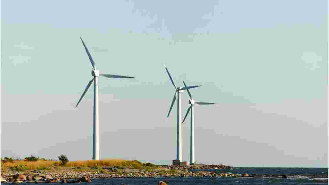 Faut-il interdire les éoliennes sur le littoral ?