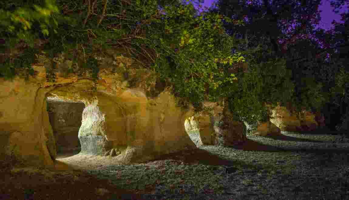 Mystère d'Aquitaine : le salon troglodytique du château de Ferrand