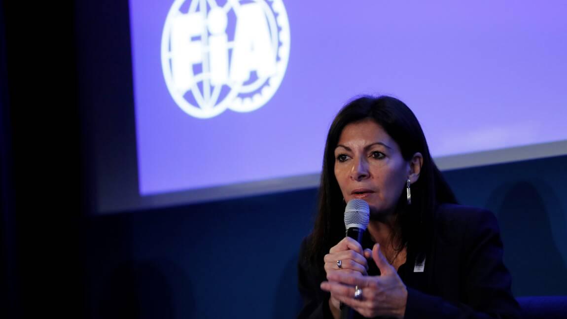 """Anne Hidalgo dénonce les """"dépotoirs"""" entre Roissy et Paris"""