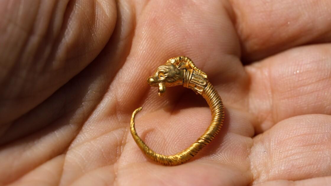 A Jérusalem, des archéologues dévoilent une boucle d'oreille vieille de 2.200 ans