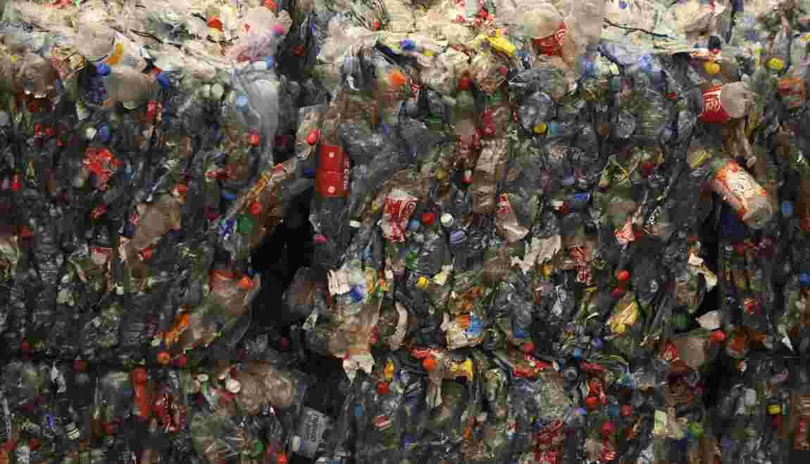 """Le gouvernement va lancer en 2019 un """"bonus-malus"""" sur le plastique"""