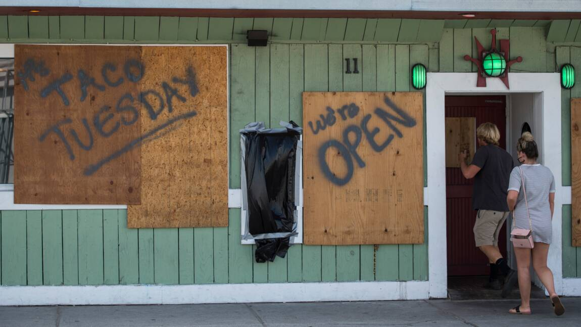 A Wrightsville Beach, les habitants se hâtent avant l'ouragan Florence