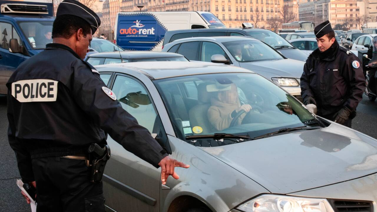 Pollution: chasse aux véhicules polluants à Paris, Grenoble et Lyon