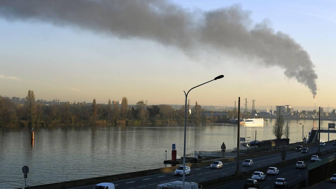 Véhicules polluants: circulation interdite à Paris et à Lyon lundi