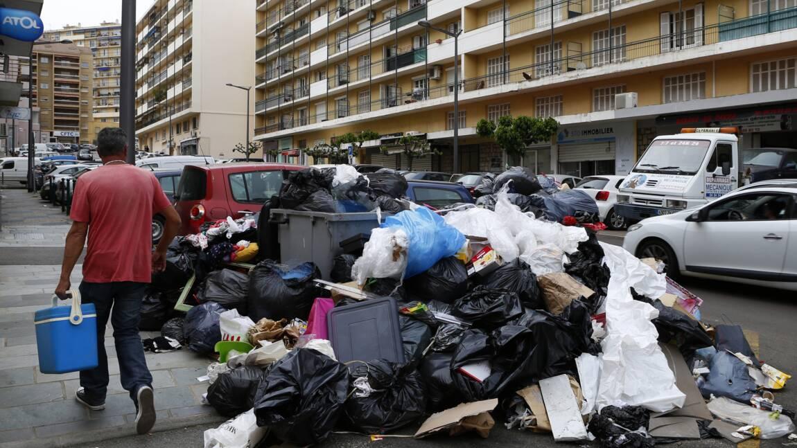 Crise des déchets en Corse: réouverture samedi d'un premier centre d'enfouissement