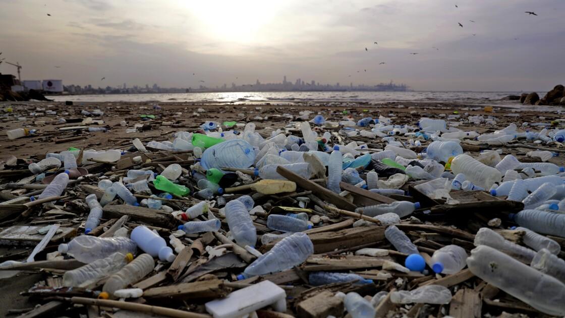 Liban: l'incinération des déchets en plein air nocive pour la santé selon HRW