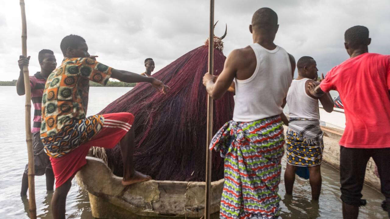 Au Bénin, le Zangbéto, divinité vaudoue, au secours de la mangrove