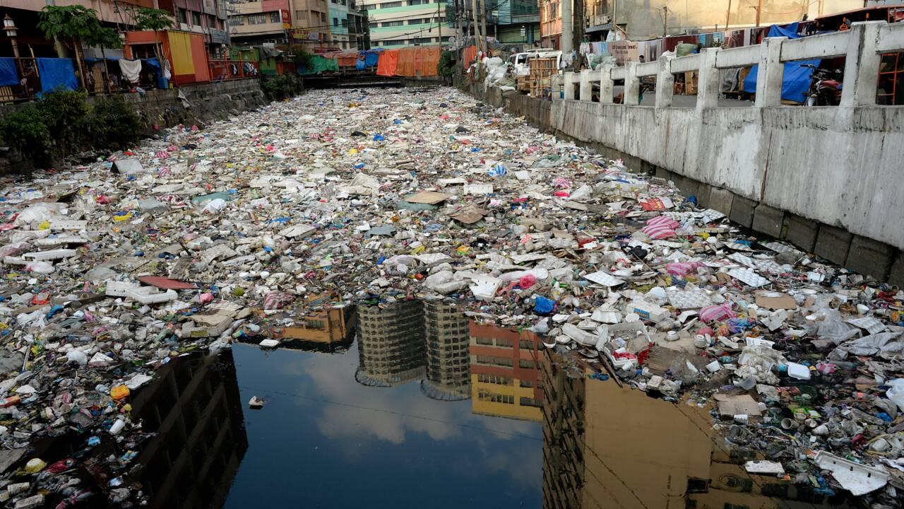 Des microparticules de plastique dans l'eau potable