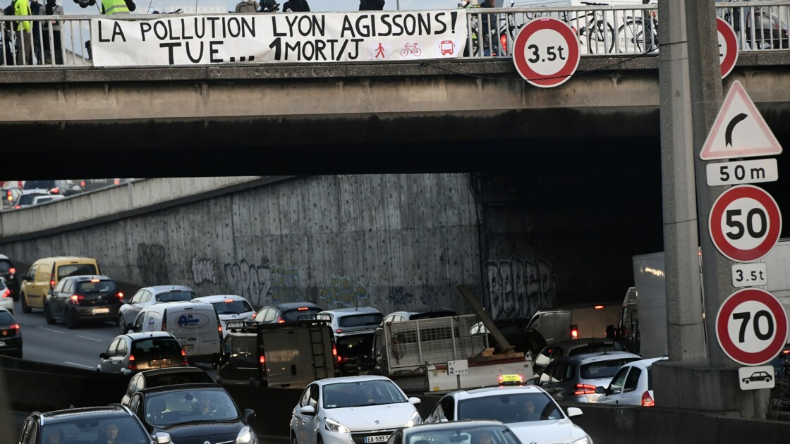 Pollution: 2e jour de circulation alternée à Paris, Lyon s'y met