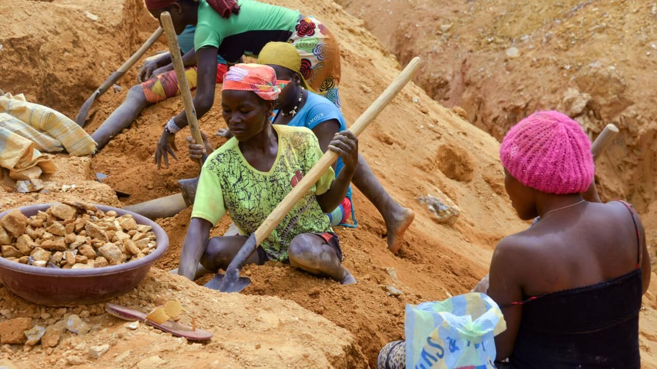 """Au Cameroun, des mines d'or abandonnées devenues """"lacs de la mort"""""""