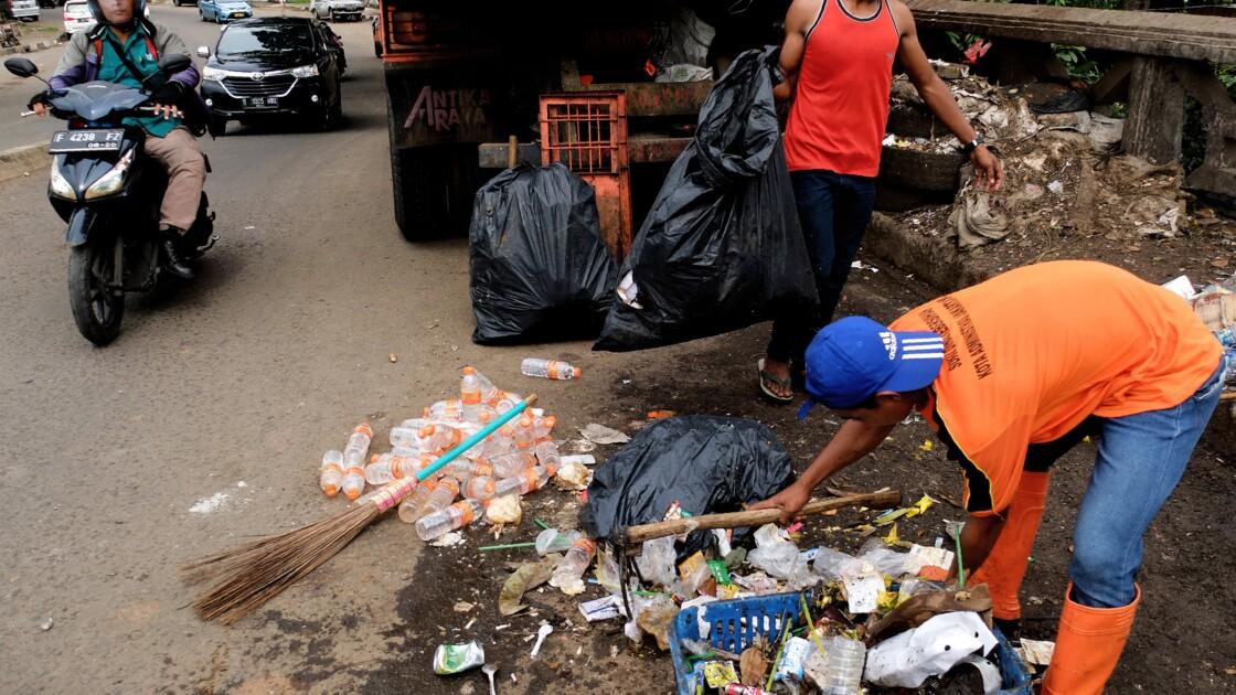 Un entrepreneur indonésien s'attaque au fléau du plastique
