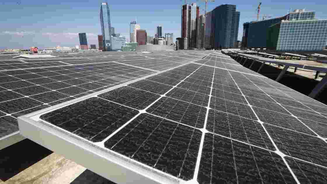 """Electricité """"100% propre"""" en 2045: la Californie lance un défi à Trump"""