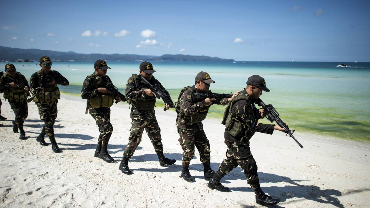 Philippines: multiples simulations de la police avant la fermeture de l'île de Boracay