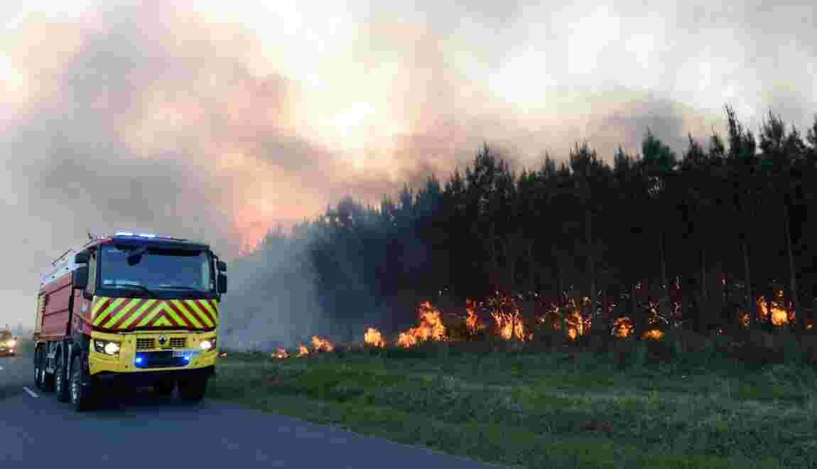 """Gironde: 300 incendie """"contenu"""" mais toujours actif dans le Médoc"""