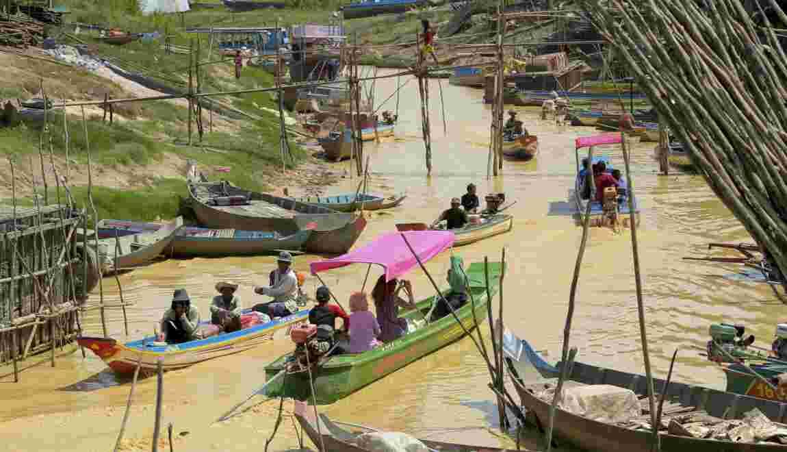 Au Cambodge, les touristes remplacent les poissons sur le lac Tonle Sap