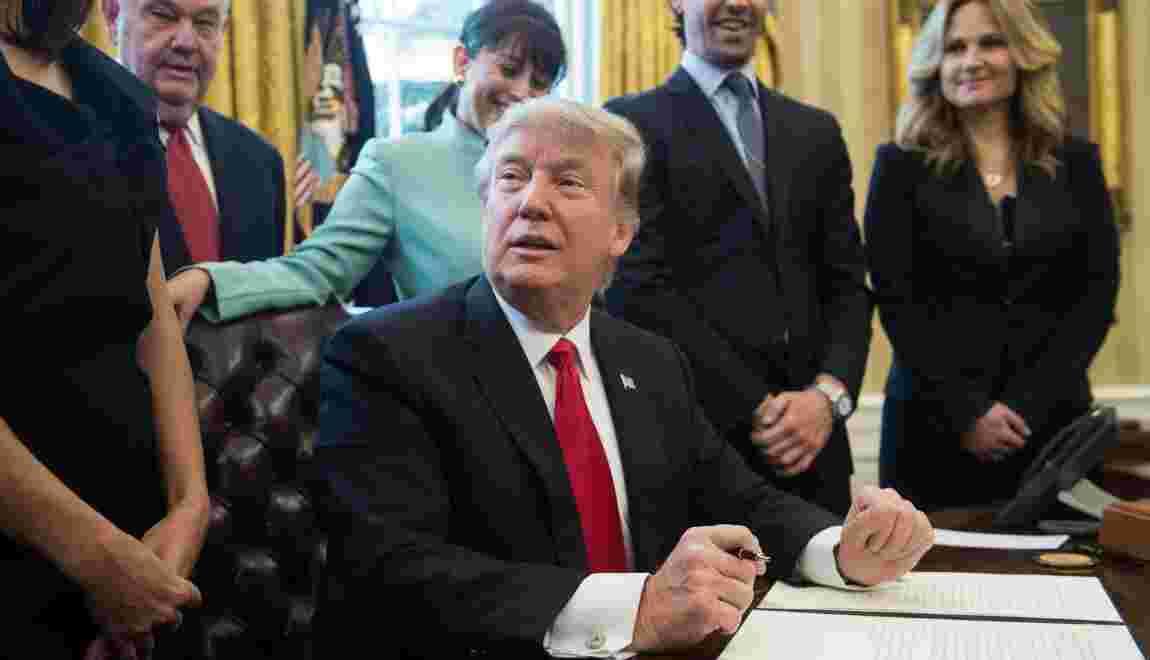 Etats-Unis: Trump signe un décret limitant la réglementation
