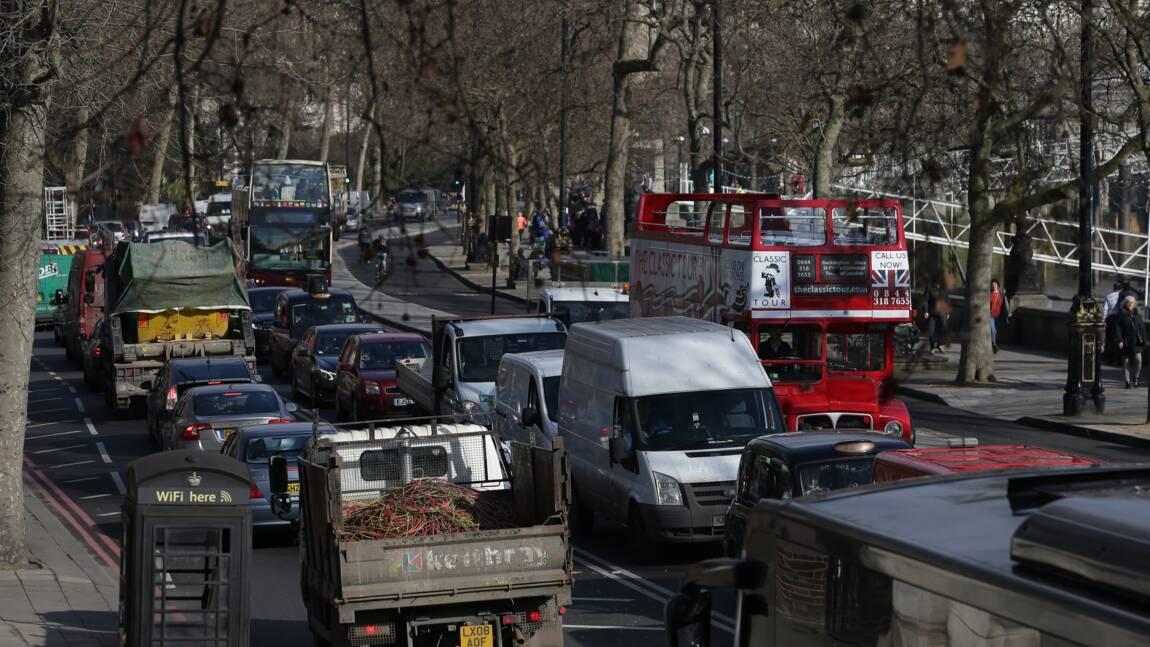 La Grande-Bretagne envisage aussi de bannir les véhicules essence et diesel