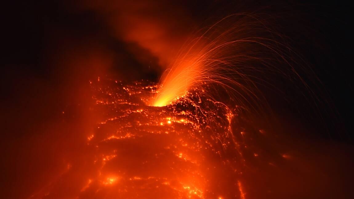 Séismes et éruptions en série : rien d'anormal, disent les experts