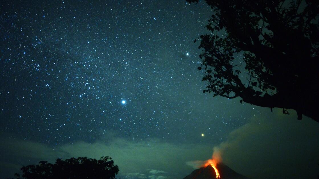 L'impressionnante éruption du volcan Sinabung en Indonésie