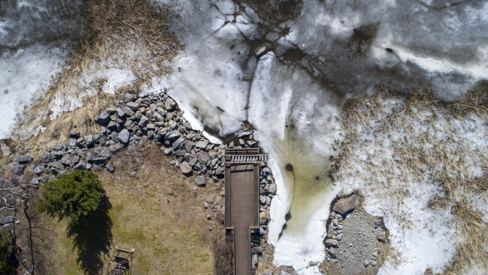 Les pontons de l'archipel de Merenkurkku aux premiers jours du dégel