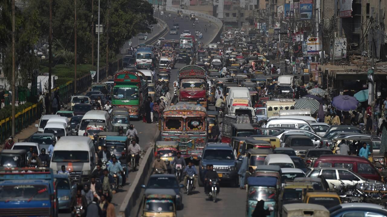 Des Pakistanais asphyxiés par la pollution se mobilisent pour la mesurer