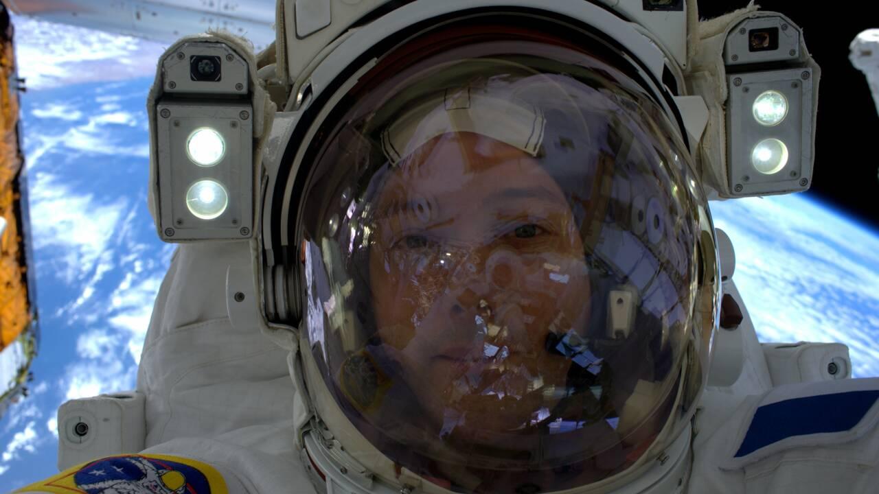 Selfie à l'appui, Thomas Pesquet montre qu'il n'est pas sur Terre