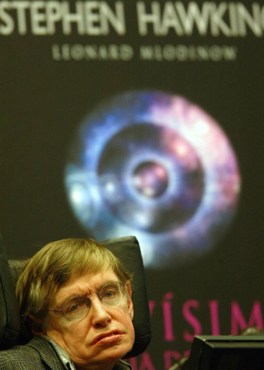 Stephen Hawking, l'homme qui a défié son handicap