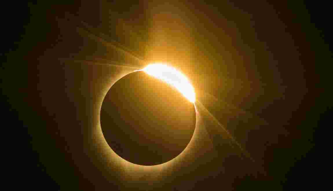 """Les Américains comme hypnotisés par la """"Grande éclipse"""""""