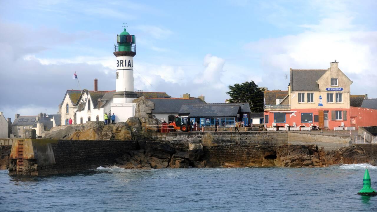 Finistère: pompage des résidus d'hydrocarbures de coques naufragées