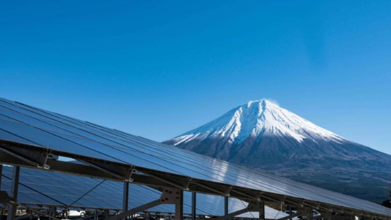 Le Japon, champion du solaire flottant... et du charbon