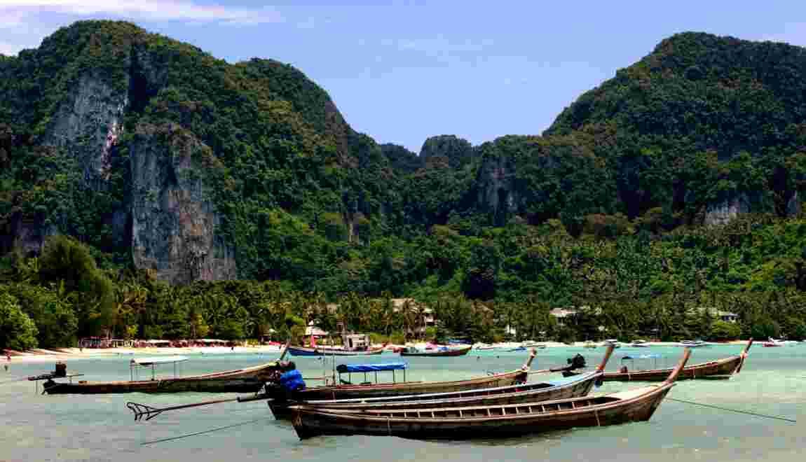"""La Thaïlande restreint définitivement l'accès de la baie du film """"La plage"""""""