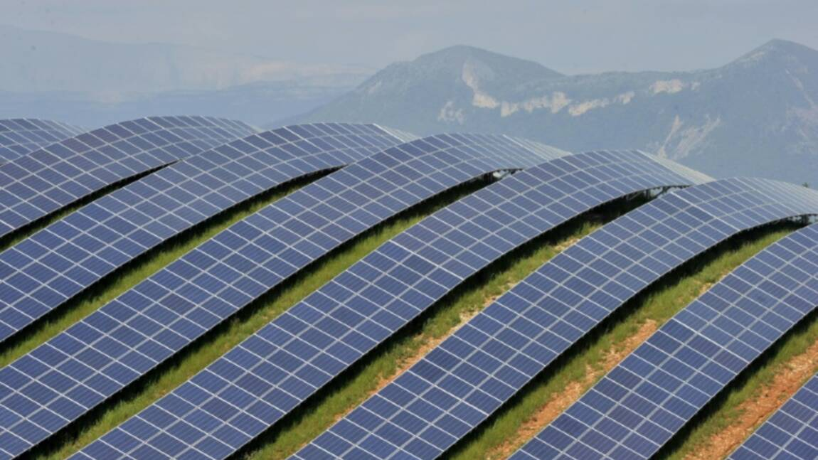 Total va équiper 5.000 stations-service en panneaux solaires